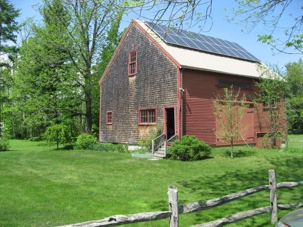 solar-power-maine-barn
