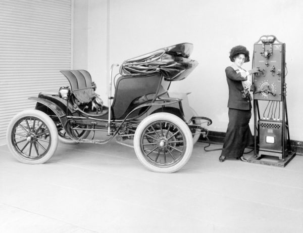 early electric car SCHENECTADY MUSEUM; HALL OF ELECTRICAL HISTORY FOUNDATION - CORBIS
