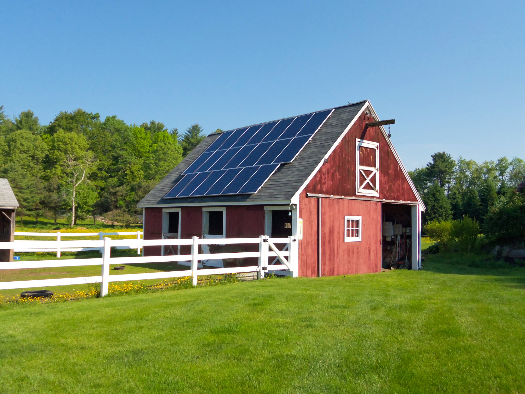 Solar Electric Panels For Homes In Me Nh Ma Revision Energy Electricityhow To Map House Electrical Wiring Allearth Series 20 47kw Dual Axis Tracker Installed At A Home Londonderry New Hampshire This Uses Gps Follow The Sun And Will Produce