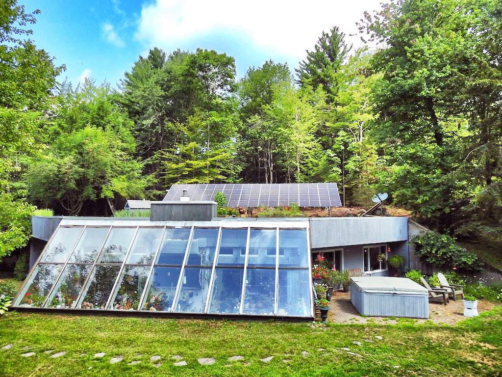 The Willis's Solar-Powered, Earth-Sheltered Home ...